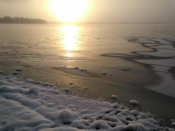 Lunta, jäätä ja valoa.