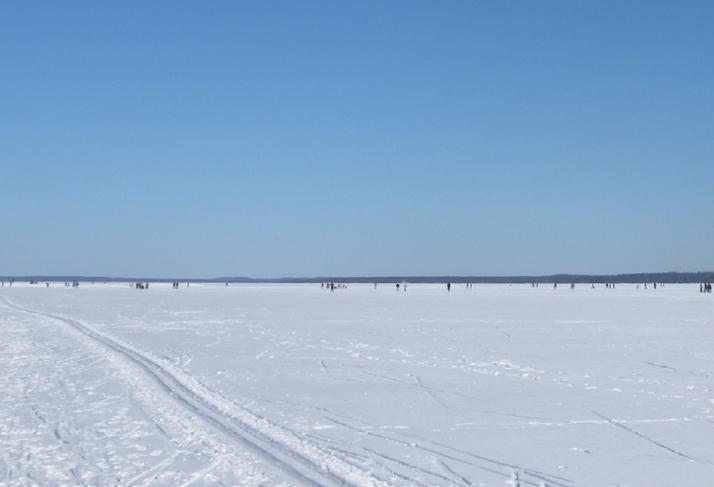 Avaraa Näsijärven jäällä.