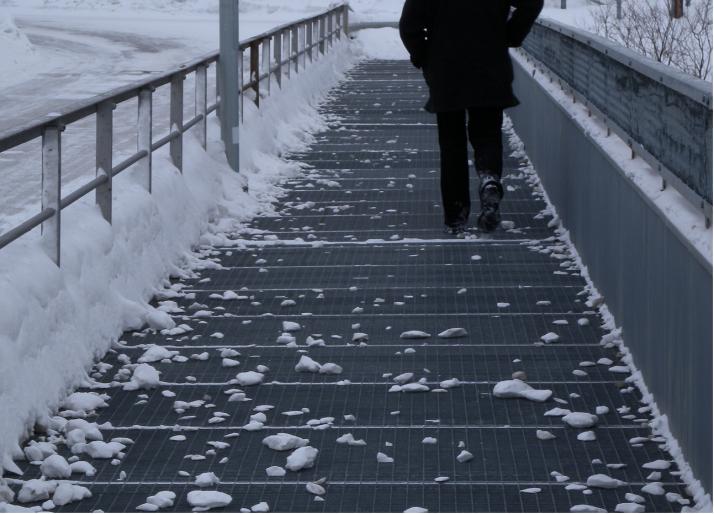 Kävelen ulos talvesta.