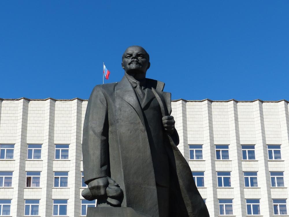 Lenin keskusaukiolla.