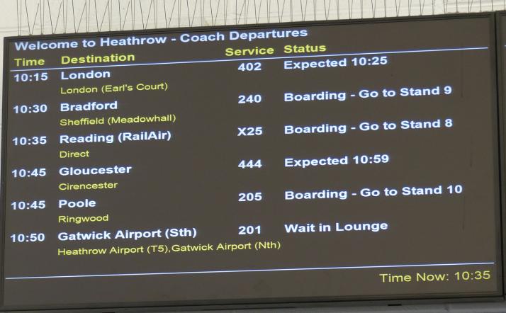 Bussi 205 lähtee laiturilta 10 Heathrown lentokentältä Pooleen.