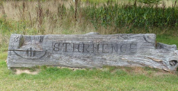 Starhenge, muinaisaikaan viittaava luontotaideteos, tehty kivistä.