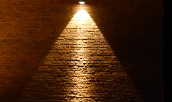 Abstrakti 6 pyramidi