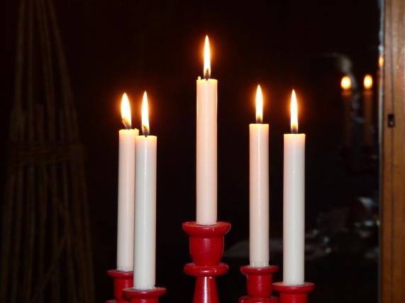 Kynttilöitä viisi