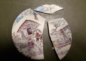 Särkynyt lautanen.
