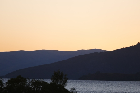 Marakol-järvi illansuussa.