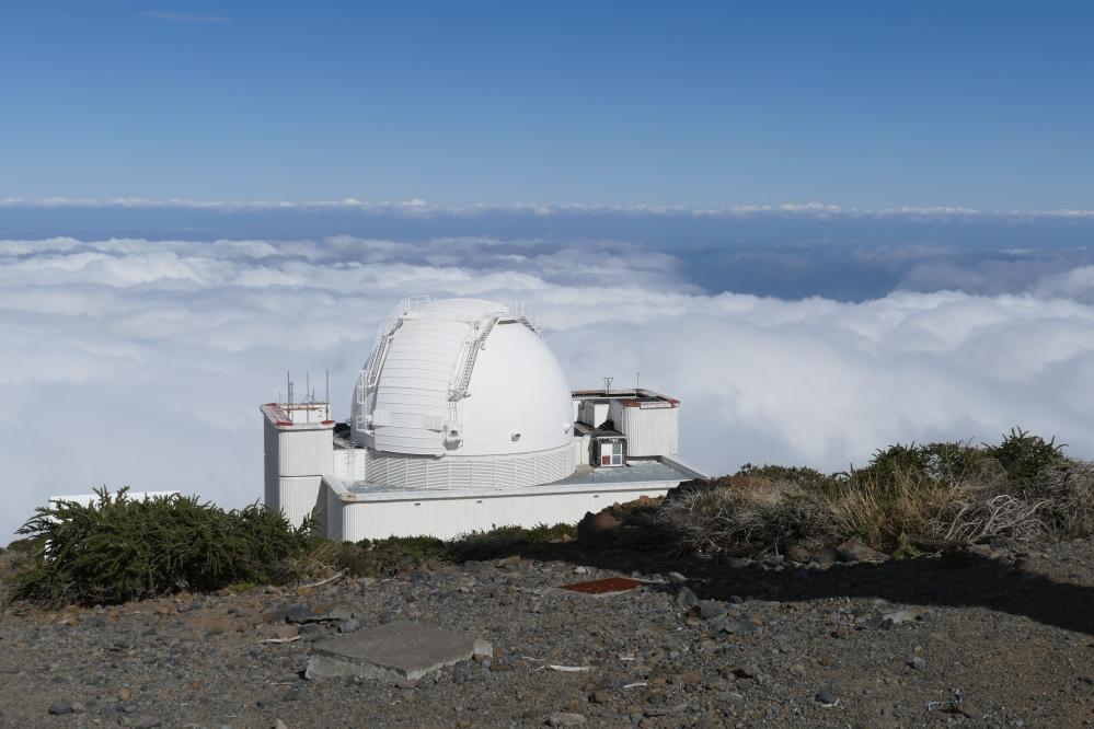 Pilvien yllä observatoriokokonaisuuden yksi tarkkailupiste.