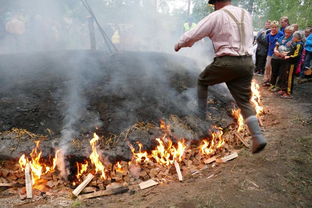 Tervamestari Huttunen ja palava hauta.