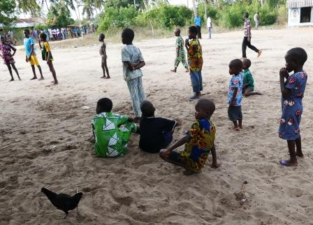 Gbehoue Lapset pihalla